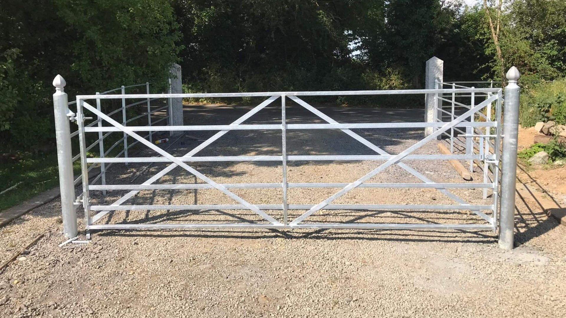 Estate Rail Gate